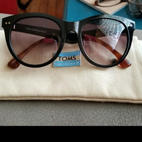 c1656403d3b Authentic Tom s Sunglasses The Margeaux. M 5aae7dbb36b9de0dd649232f